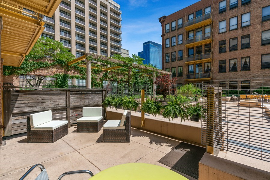 Real Estate Photography - 1910 S Indiana Ave, Unit 119, Chicago, IL, 60616 - Patio