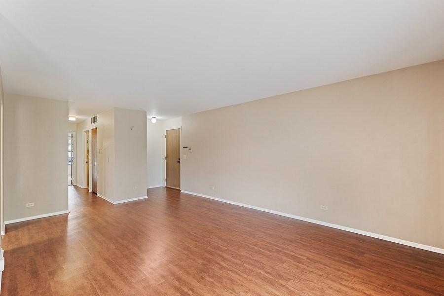 Real Estate Photography - 1180 Northbury Lane #B1, Wheeling, IL, 60090 - Living Room