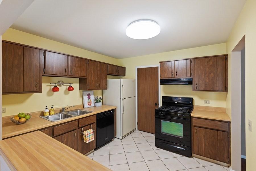Real Estate Photography - 1180 Northbury Lane #B1, Wheeling, IL, 60090 - Kitchen
