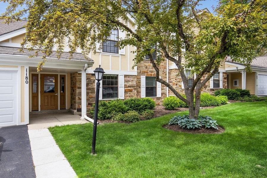 Real Estate Photography - 1180 Northbury Lane #B1, Wheeling, IL, 60090 - Front Exterior
