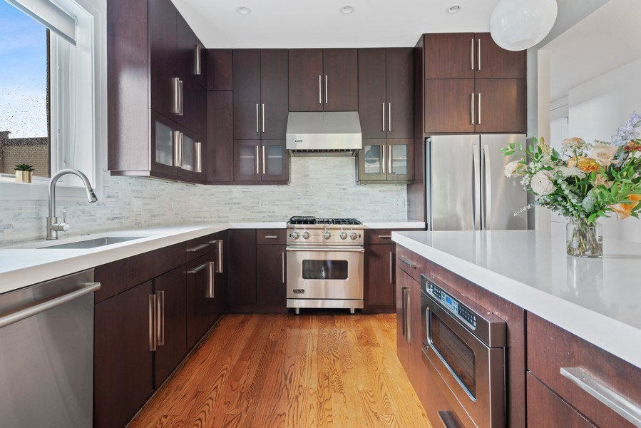 Real Estate Photography - 2144 W Rice St, #3W, Chicago, IL, 60622 - Kitchen
