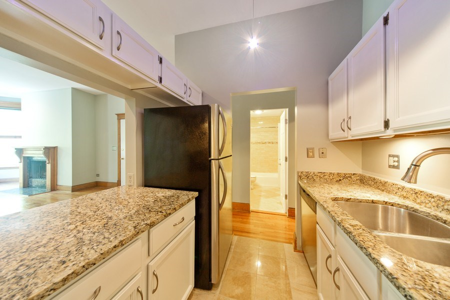 Real Estate Photography - 819 W Dickens #2, Chicago, IL, 60614 - Kitchen