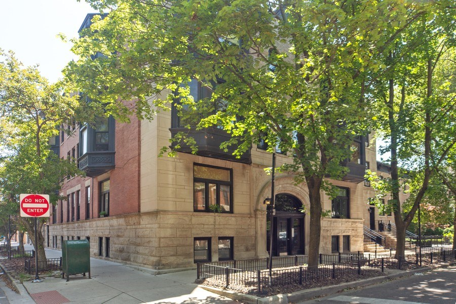 Real Estate Photography - 819 W Dickens #2, Chicago, IL, 60614 - Front View