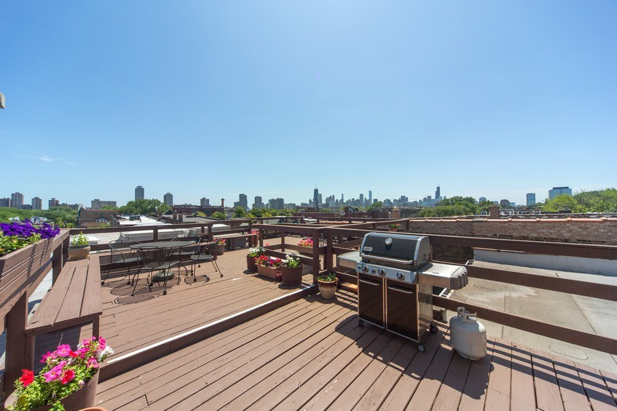 Real Estate Photography - 819 W Dickens #2, Chicago, IL, 60614 - Deck