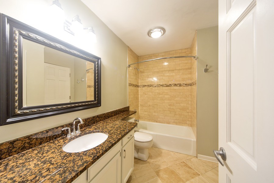Real Estate Photography - 819 W Dickens #2, Chicago, IL, 60614 - Bathroom