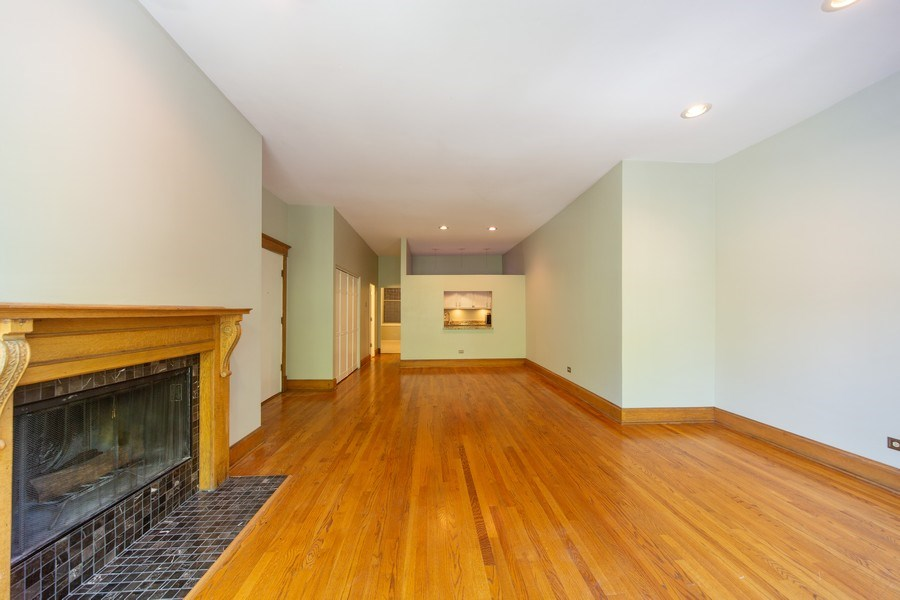 Real Estate Photography - 819 W Dickens #2, Chicago, IL, 60614 - Kitchen / Living Room