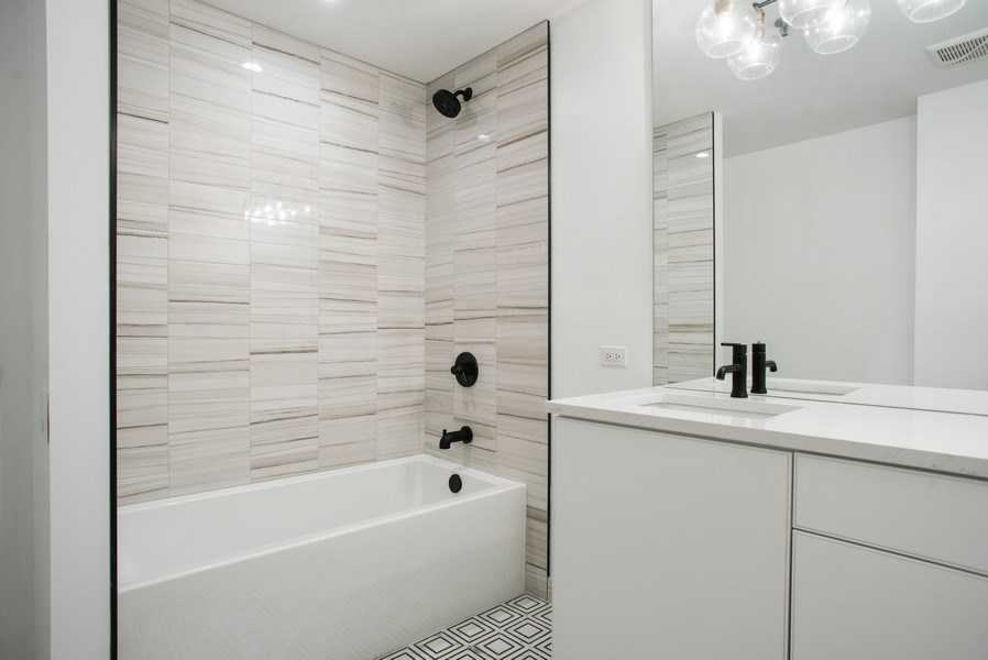 Real Estate Photography - 680 N. Lakeshore Drive #912, Chicago, IL, 60611 - Bathroom