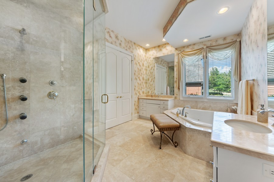 Real Estate Photography - 14 Riderwood, North Barrington, IL, 60010 - Master Bathroom