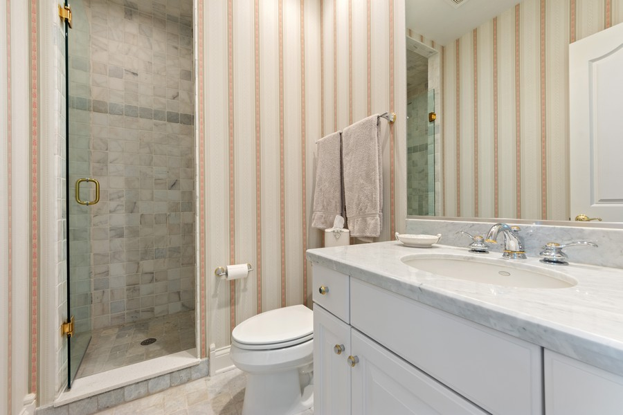 Real Estate Photography - 14 Riderwood, North Barrington, IL, 60010 - 2nd Bedroom Ensuite Bath