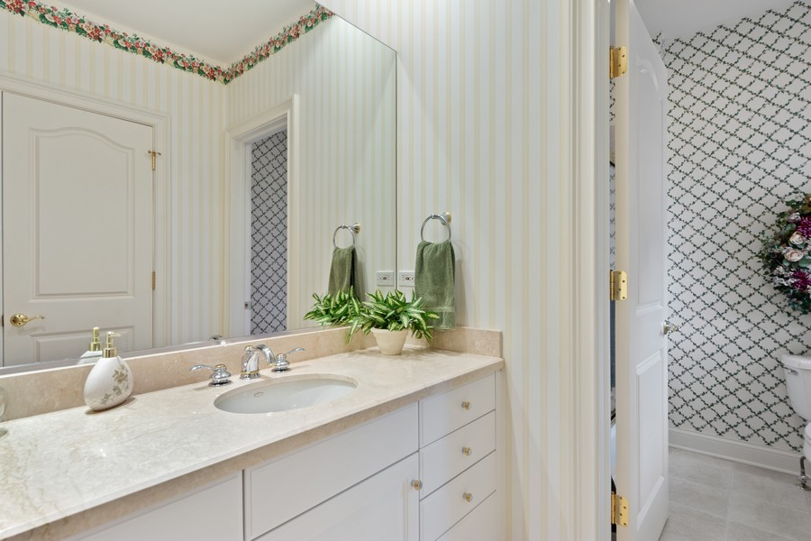 Real Estate Photography - 14 Riderwood, North Barrington, IL, 60010 - 3rd Bedroom Ensuite Bath