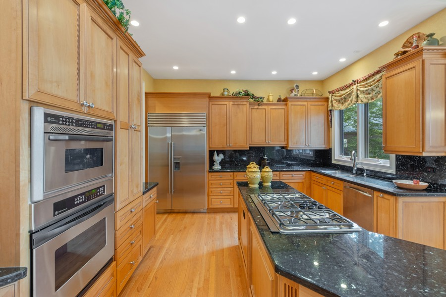 Real Estate Photography - 14 Riderwood, North Barrington, IL, 60010 - Kitchen