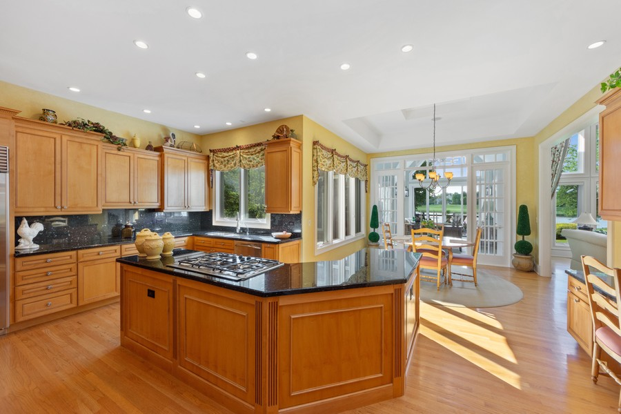 Real Estate Photography - 14 Riderwood, North Barrington, IL, 60010 - Kitchen / Breakfast Room