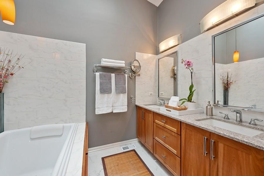 Real Estate Photography - 727 S Racine Ave, #E, Chicago, IL, 60607 - Master Bathroom