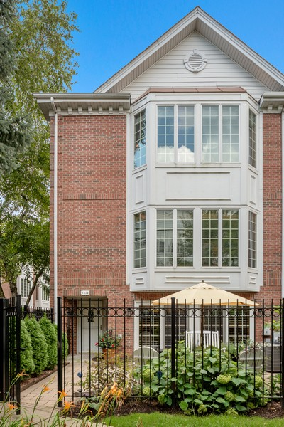 Real Estate Photography - 727 S Racine Ave, #E, Chicago, IL, 60607 - Front View