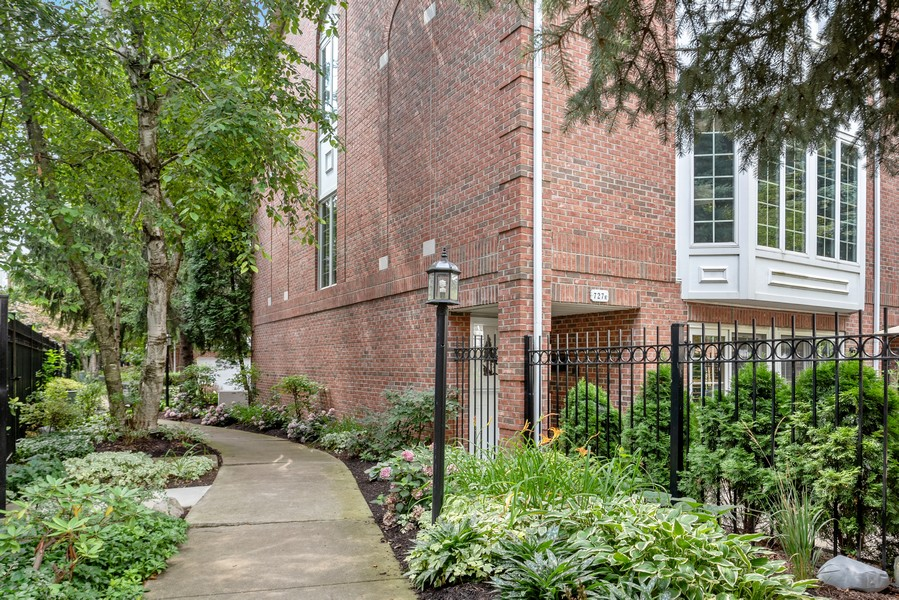 Real Estate Photography - 727 S Racine Ave, #E, Chicago, IL, 60607 - Side View