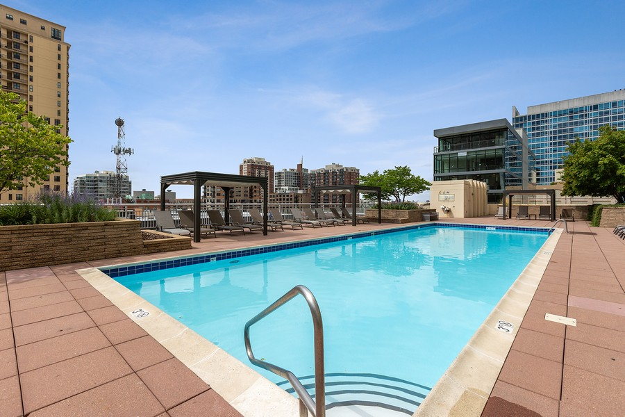 Real Estate Photography - 1400 S Michigan #2107, Chicago, IL, 60605 - Pool