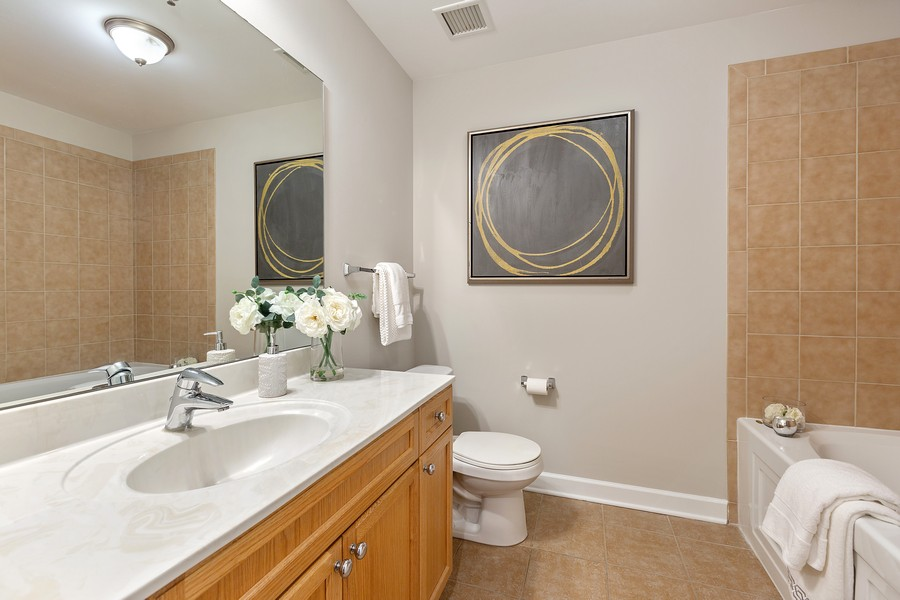 Real Estate Photography - 1400 S Michigan #2107, Chicago, IL, 60605 - Bathroom