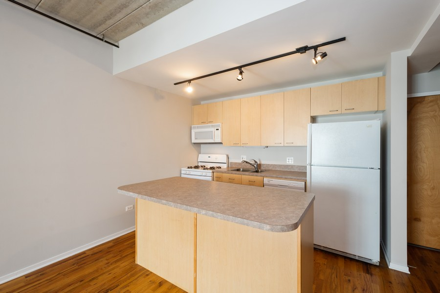 Real Estate Photography - 1440 S Michigan Ave, #522, Chicago, IL, 60605 - Kitchen