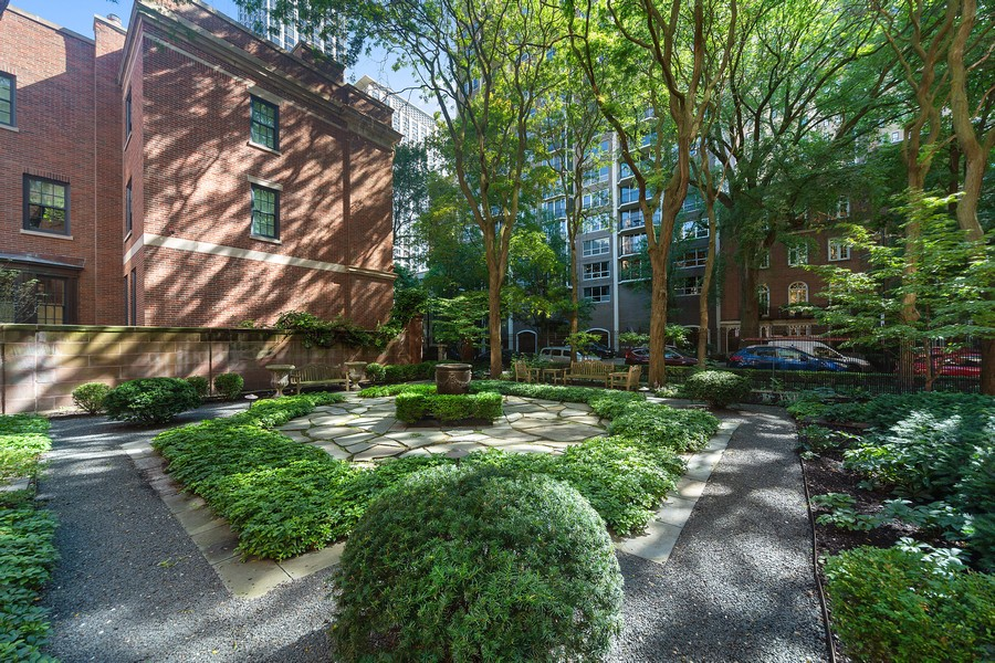 Real Estate Photography - 1500 North Astor, Unit 7, Chicago, IL, 60610 - Building Courtyard