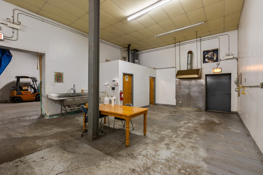 Real Estate Photography - 1945 W Division St, Unit 1, Chicago, IL, 60622 - Location 19