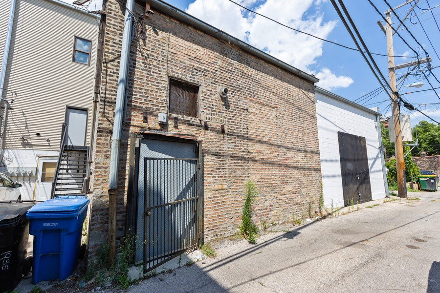 Real Estate Photography - 1945 W Division St, Unit 1, Chicago, IL, 60622 - Rear View
