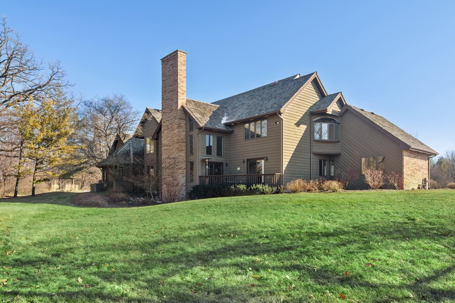Real Estate Photography - 21710 N Hickory Ln, Barrington Hills, IL, 60010 - Rear View
