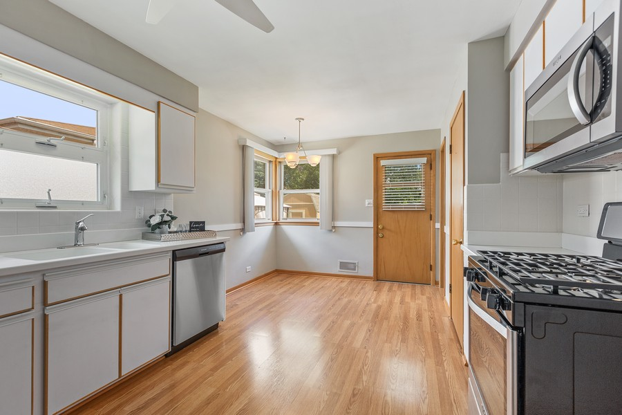 Real Estate Photography - 2451 Sunnyside, Westchester, IL, 60154 - Kitchen