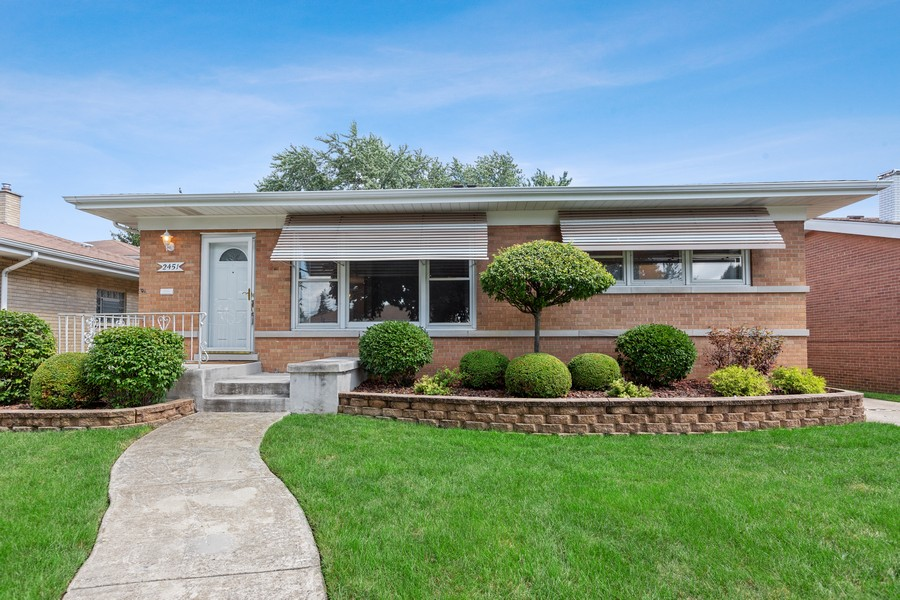 Real Estate Photography - 2451 Sunnyside, Westchester, IL, 60154 - Front View