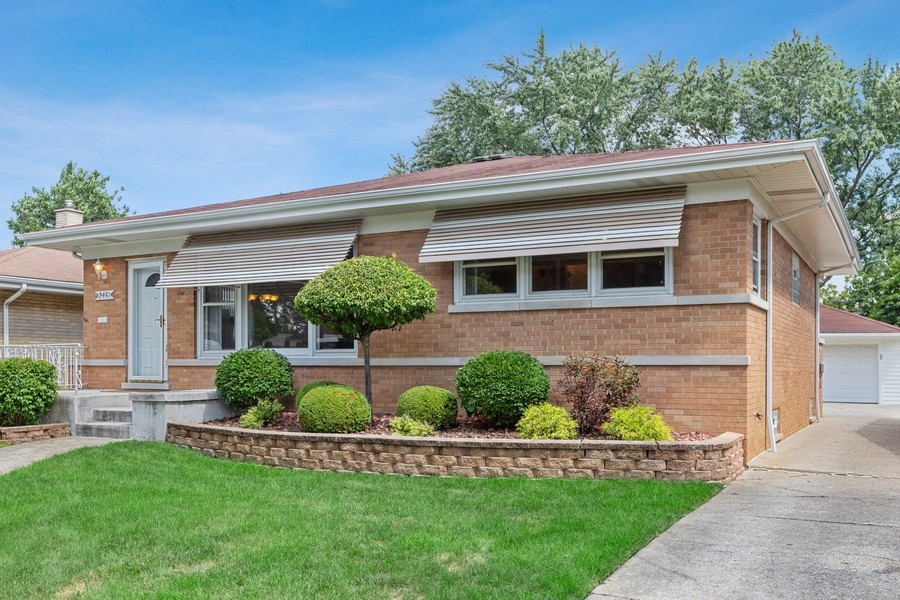 Real Estate Photography - 2451 Sunnyside, Westchester, IL, 60154 - Side View