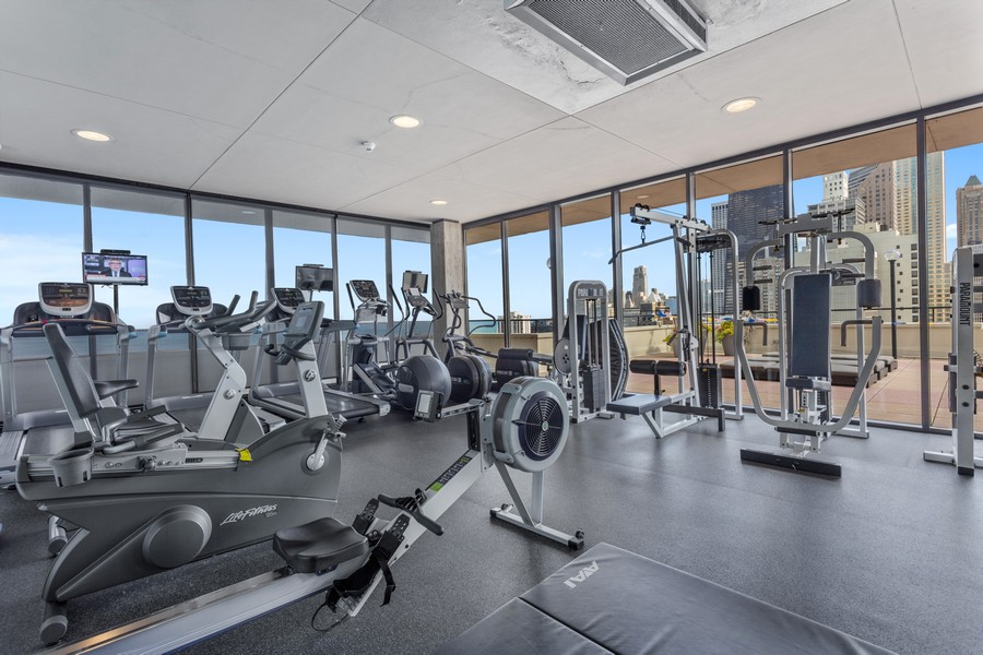 Real Estate Photography - 1212 N Lakeshore Dr, 25AS, Chicago, IL, 60610 - Gym