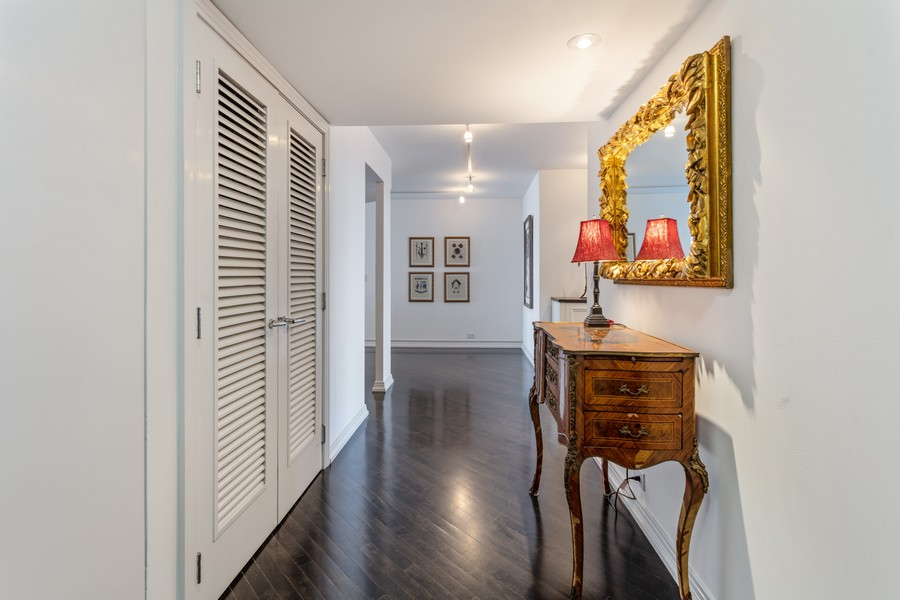 Real Estate Photography - 1212 N Lakeshore Dr, 25AS, Chicago, IL, 60610 - Foyer