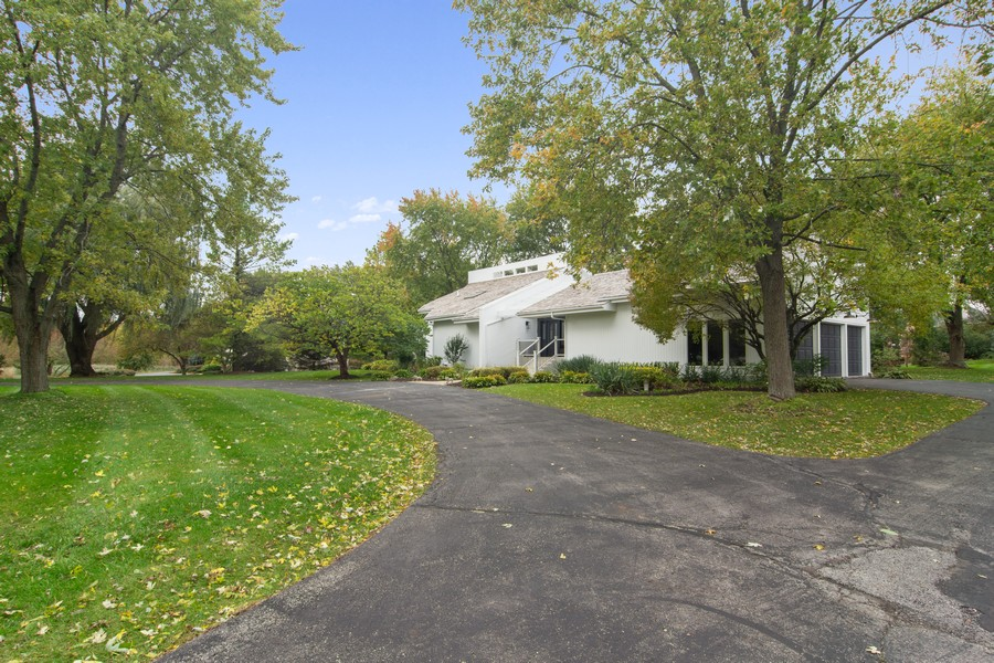 Real Estate Photography - 108 Haman Road, Inverness, IL, 60010 - Driveway