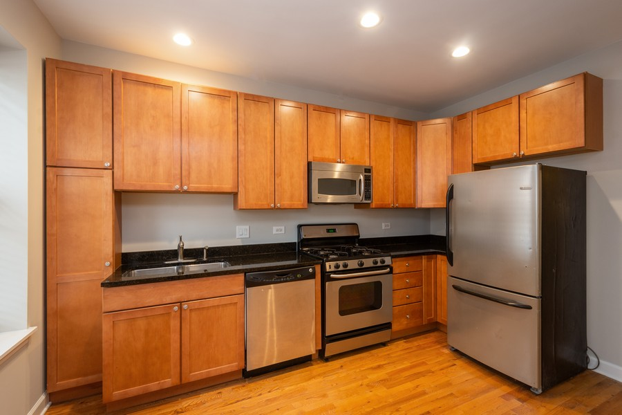 Real Estate Photography - 2920 N Lincoln Ave, #2, Chicago, IL, 60657 - Kitchen