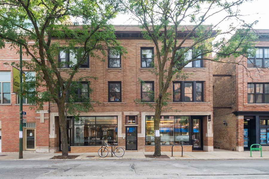 Real Estate Photography - 2920 N Lincoln Ave, #2, Chicago, IL, 60657 - Front View