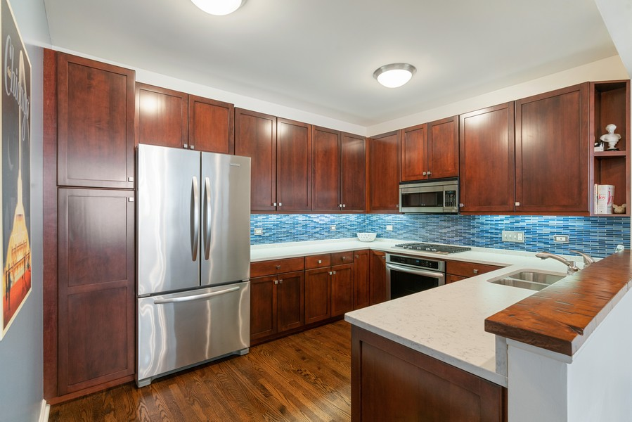 Real Estate Photography - 530 N Lake Shore Dr, 1707, Chicago, IL, 60611 - Kitchen