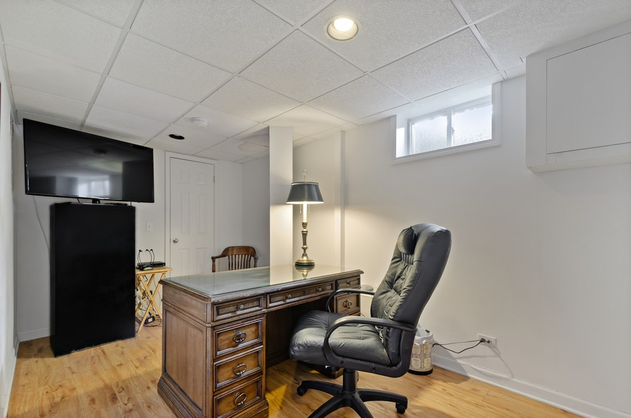 Real Estate Photography - 9301 Ridgeway Ave, Evanston, IL, 60203 - Office