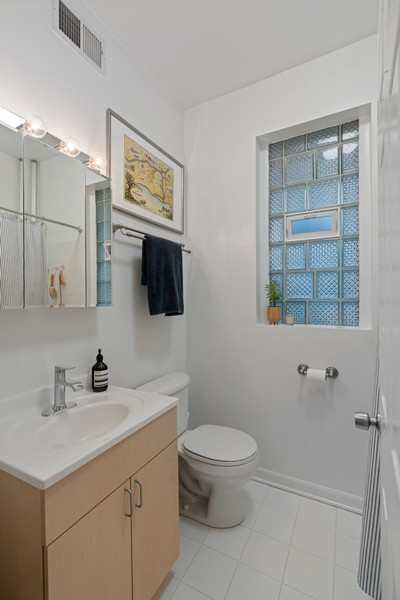 Real Estate Photography - 2227 N Kimball, #2E, Chicago, IL, 60647 - Bathroom