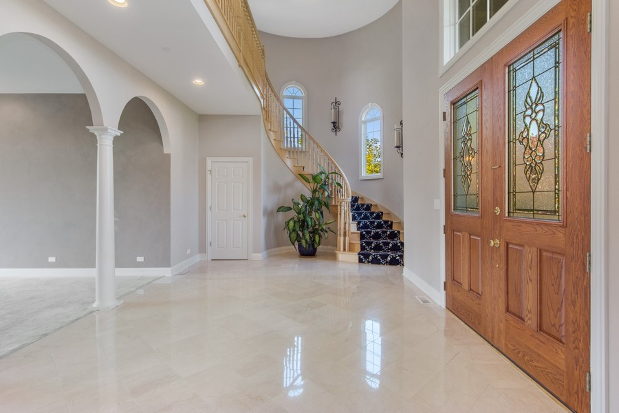 Real Estate Photography - 124 Cranberry Ct, Lake Barrington, IL, 60010 - Foyer