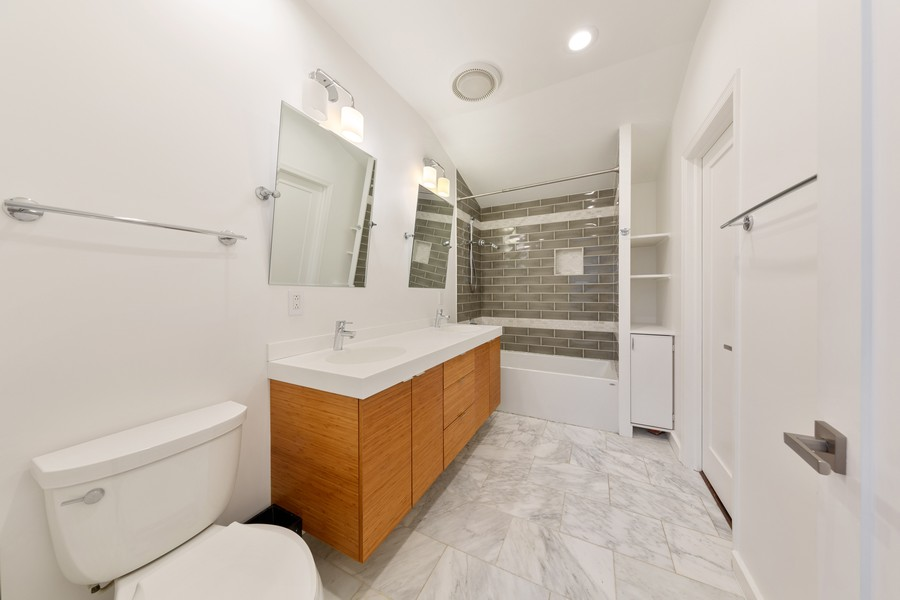 Real Estate Photography - 3537 Hoyne, Chicago, IL, 60657 - 2nd Bathroom