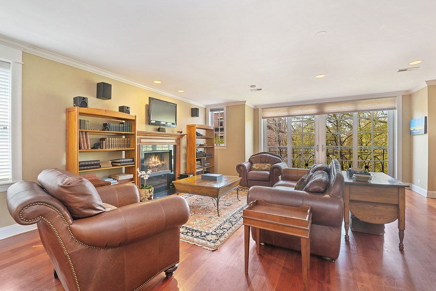 Real Estate Photography - 643 W Wellington, 4, Chicago, IL, 60657 - Living Room