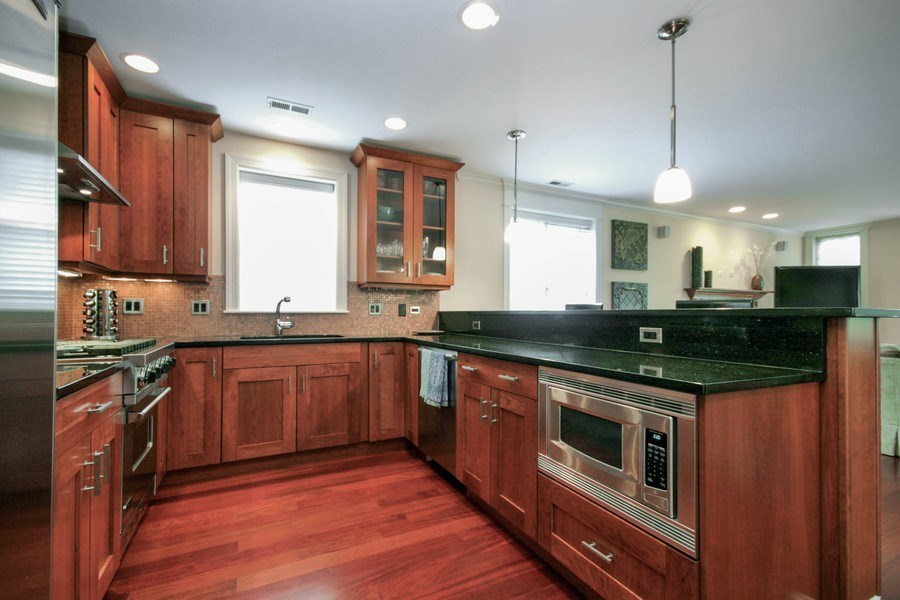 Real Estate Photography - 643 W Wellington, 4, Chicago, IL, 60657 - Kitchen