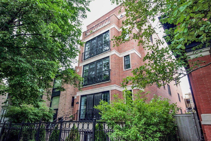 Real Estate Photography - 643 W Wellington, 4, Chicago, IL, 60657 - Front View