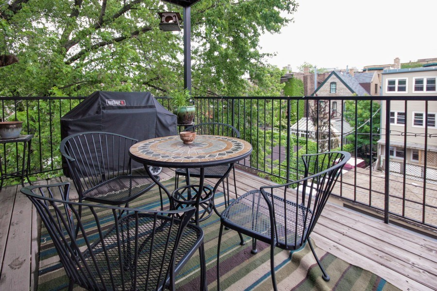 Real Estate Photography - 643 W Wellington, 4, Chicago, IL, 60657 - Deck