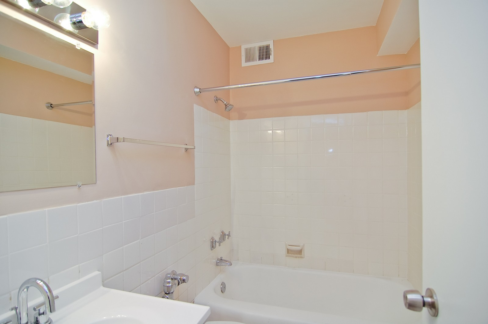 Real Estate Photography - 3950 N. Lake Shore Dr., 328E, Chicago, IL, 60613 - Master Bathroom