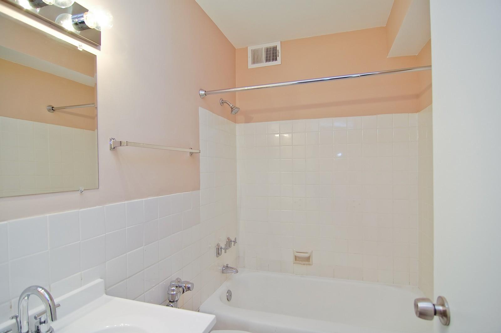Real Estate Photography - 3950 N. Lake Shore Dr., 328E, Chicago, IL, 60613 - Master Bathroom