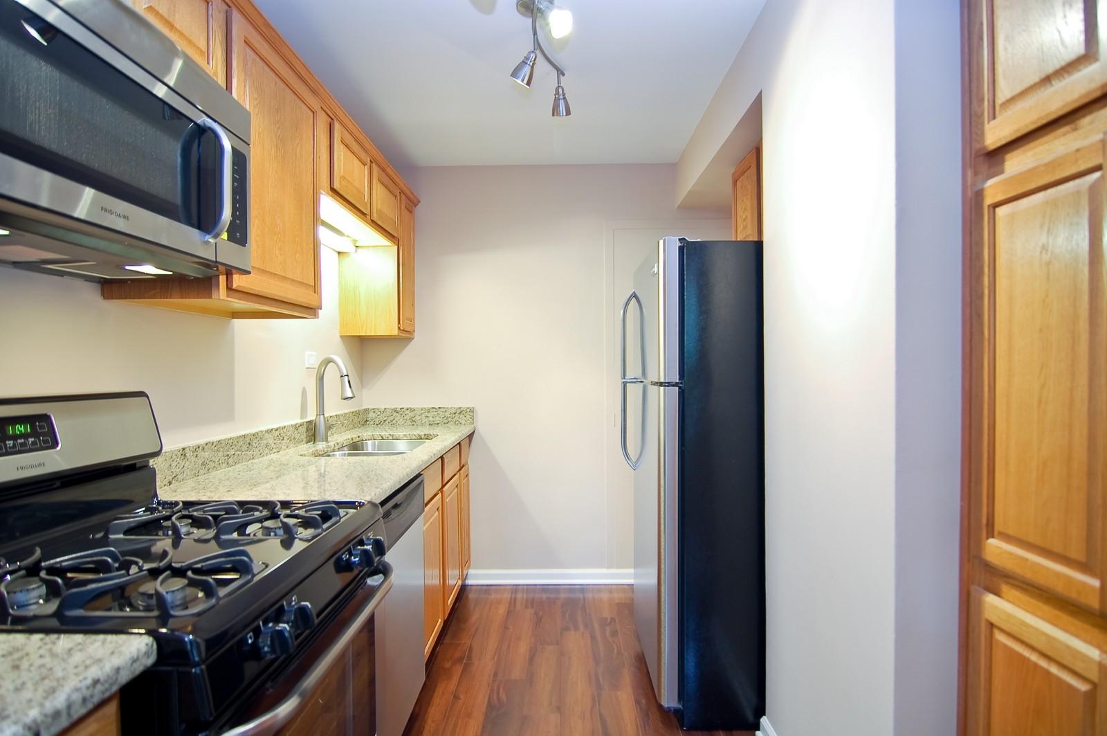 Real Estate Photography - 3950 N. Lake Shore Dr., 328E, Chicago, IL, 60613 - Kitchen