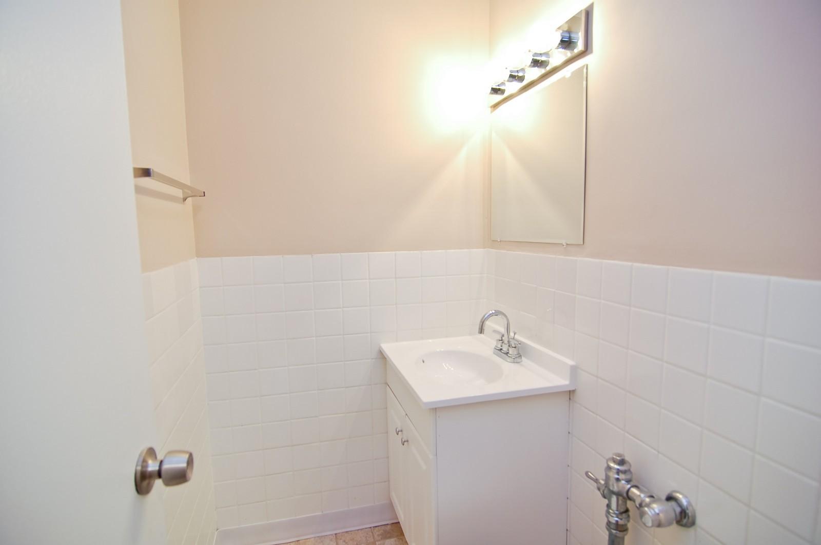 Real Estate Photography - 3950 N. Lake Shore Dr., 328E, Chicago, IL, 60613 - Bathroom