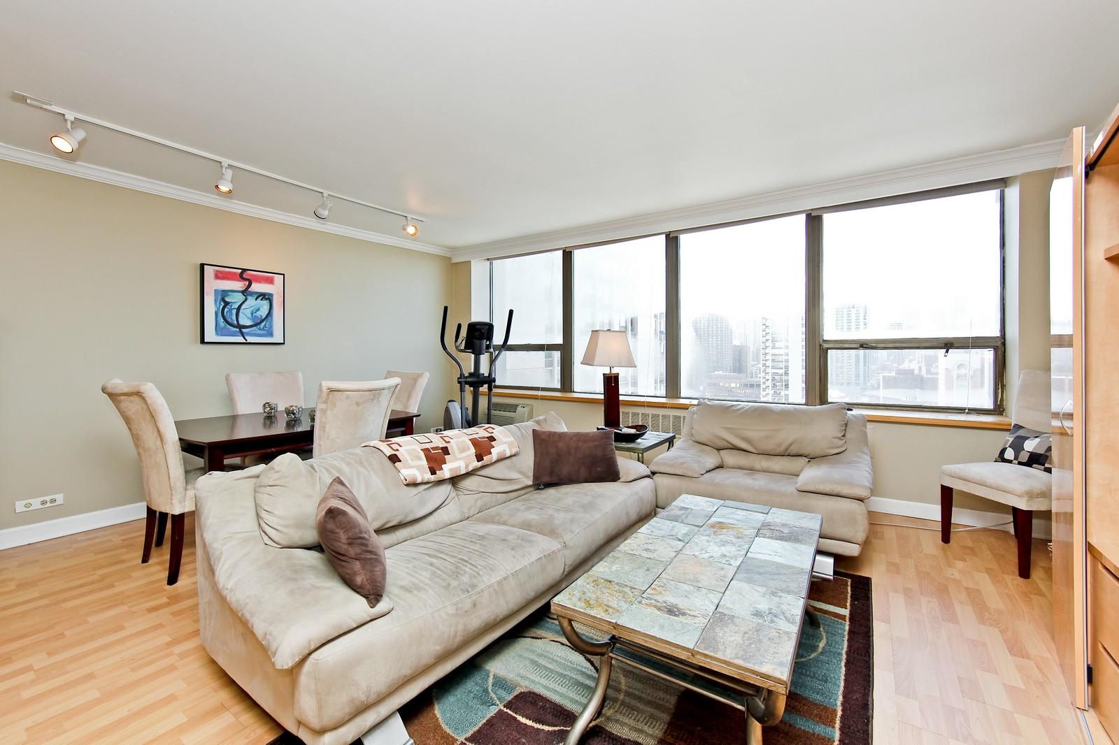 Real Estate Photography - 1360 Sandburg, 2103, Chicago, IL, 60610 - Living Room