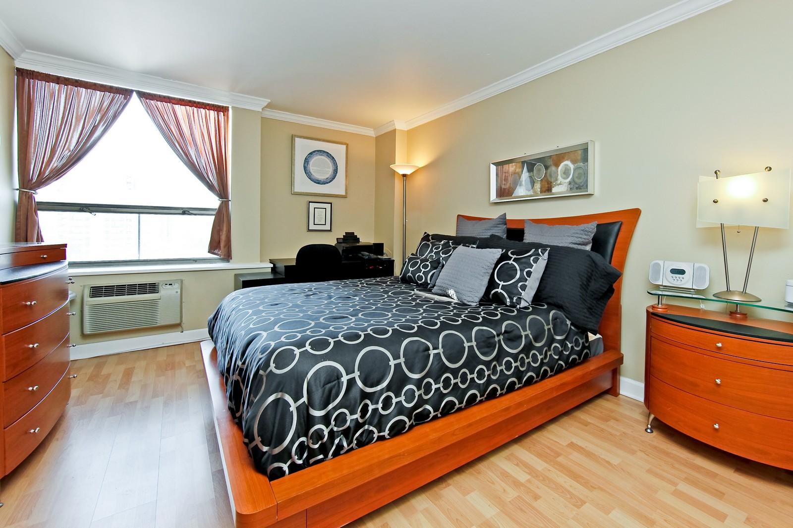 Real Estate Photography - 1360 Sandburg, 2103, Chicago, IL, 60610 - Location 1