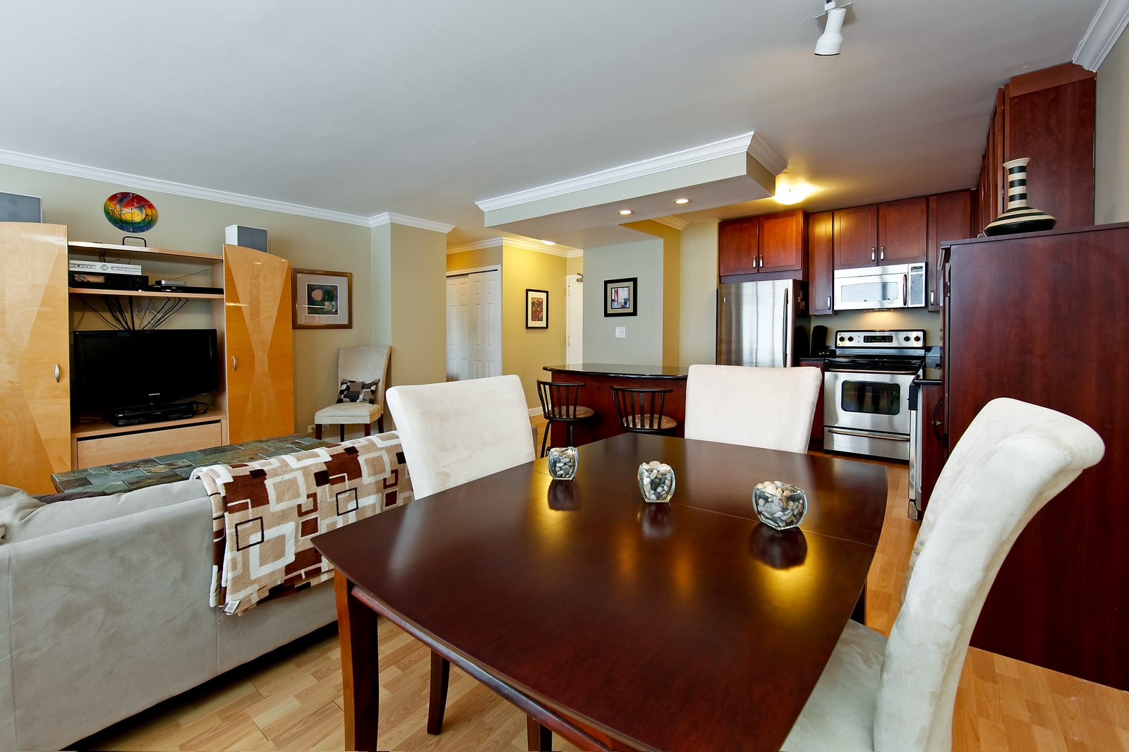 Real Estate Photography - 1360 Sandburg, 2103, Chicago, IL, 60610 - Dining Room